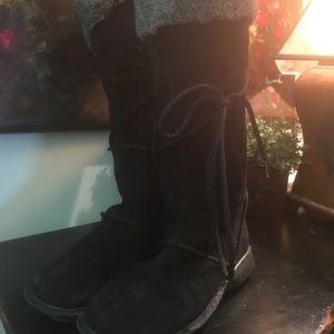 Chic Black Leather Tie Boot w/ Faux Grey Fur Trim
